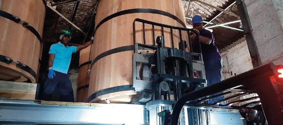 West Indies Rum Distillery fait des emplettes et rénove !